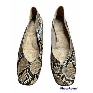 Korks flats snake skin pattern Size 8.5